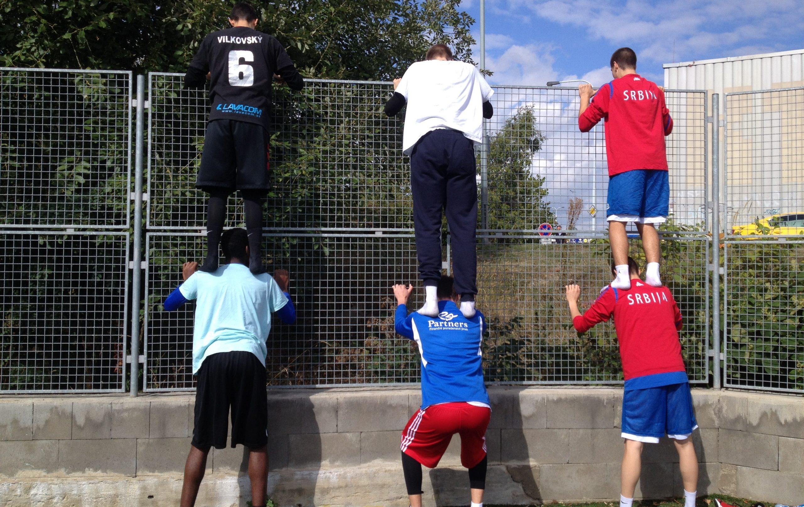 teammate-squat2